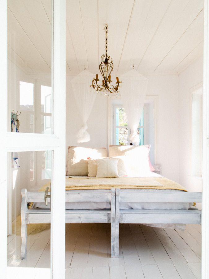 160 best dreamworthy key west bedrooms other inspiring for Greek bedroom decor
