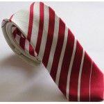 Узкий шелковый галстук для создания имиджа делового мужчины.