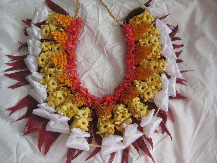 Tongan sisi kakala (worn around the waist) made from frangipani, ginger and heilala flowers