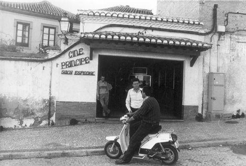 El antiguo cine Príncipe en el Campo del Príncipe del Realejo. 14 de abril de 1987. Archivo de IDEAL