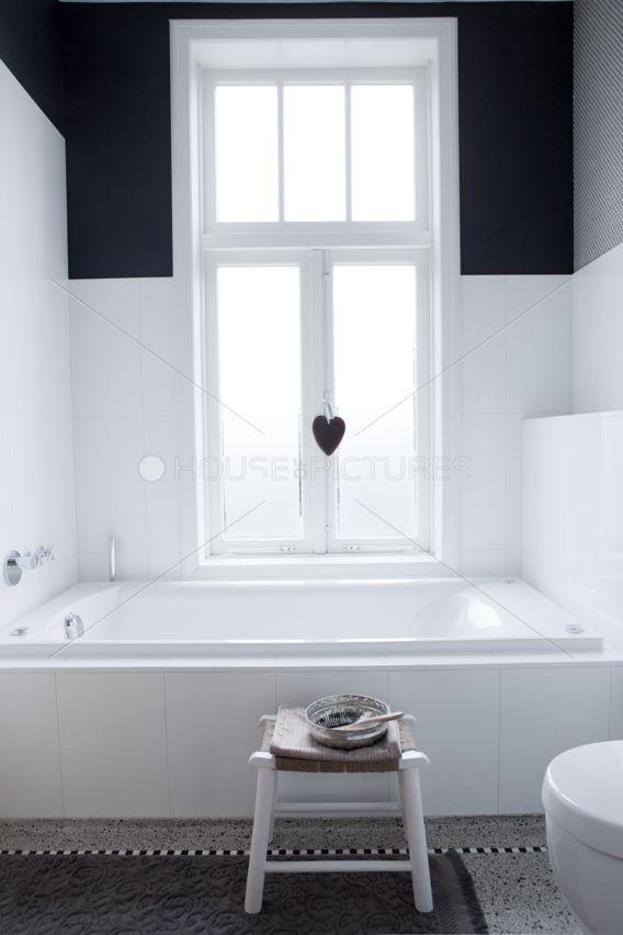 94 best images about nieuw huis badkamer wc on pinterest toilets tes and rustic floors - Deco corridor zwart wit ...
