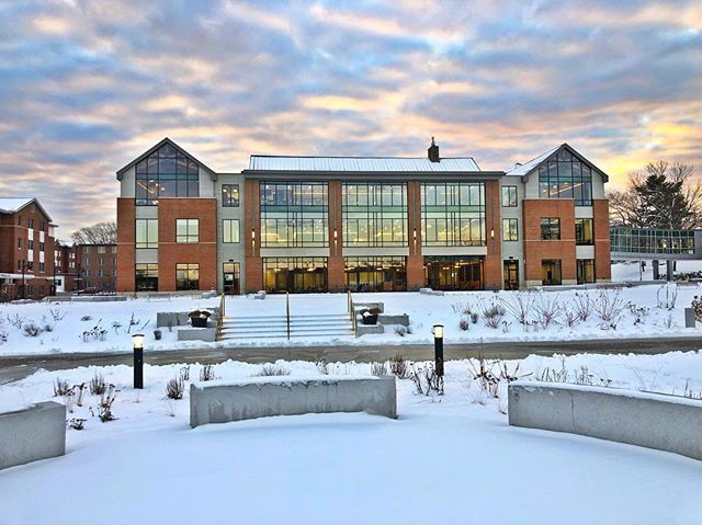 Wow What A Sunrise This Is One Of Our Favorite Spots On Our Biddeford Campus Whats Yours Universityofnewengland Campus College Campus Biddeford