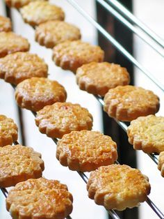 Galettes bretonnes au caramel au beurre salé - Recettes Bretonnes | Finistère Bretagne #myfinistere