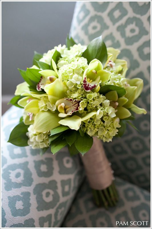 Love the orchids.  Green wedding bouquet #Green #Wedding