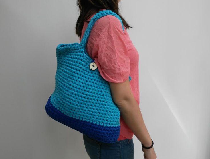 ¡Preparados para el fin de semana con nuestro nuevo bolso súper veraniego! ☀ El patrón está disponible en la tienda y en breve también en el blog, no os lo perdáis