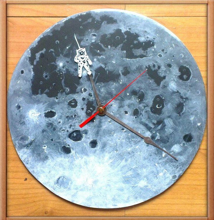 Reloj de pared LUNA Hecho a mano en el taller de LaTIENDA232.  Pvp 32 €
