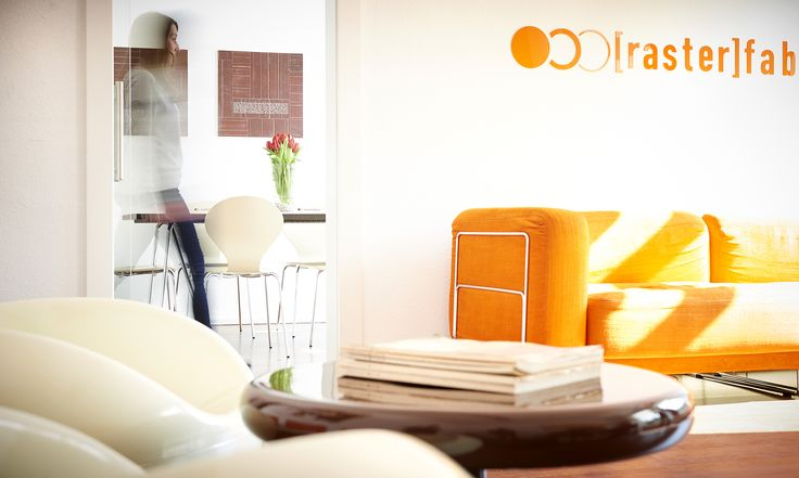 werbeagentur, [raster]fabrik gmbh, style, orange, besprechungsraum, sofa,70er jahre sessel