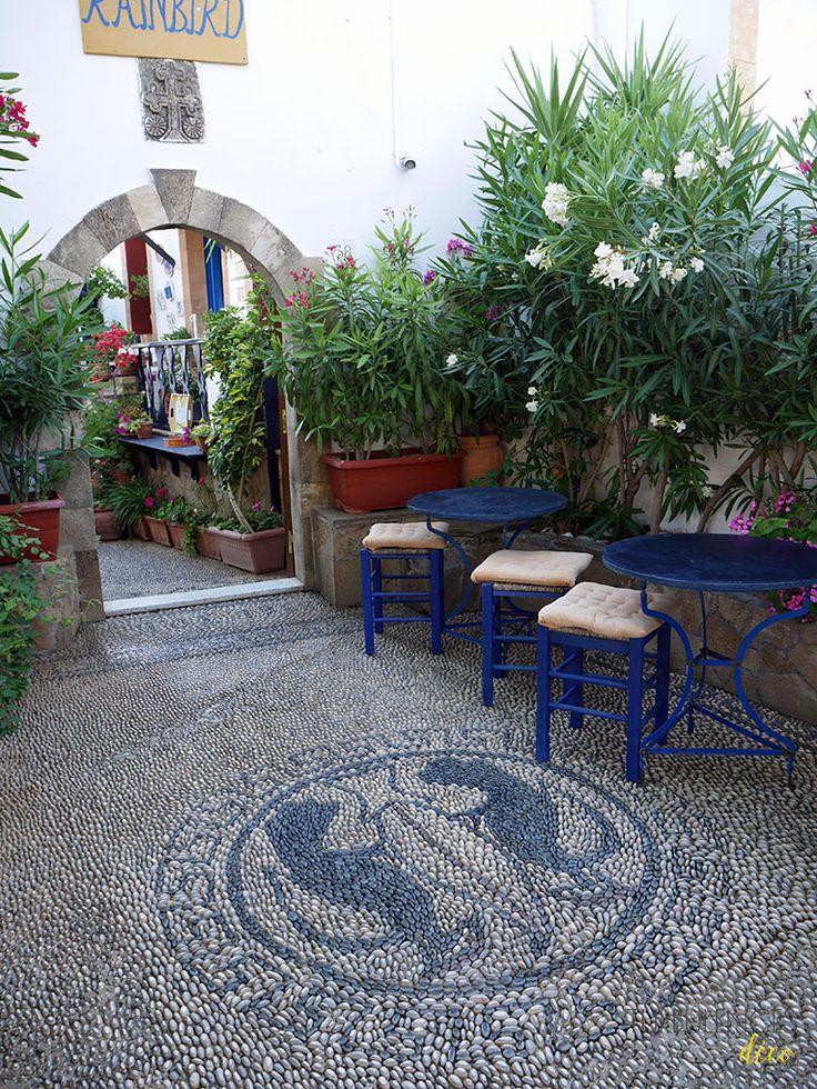 Voyage à Rhodes - Visite de Lindos - Le Rainbird café    Turbulences déco