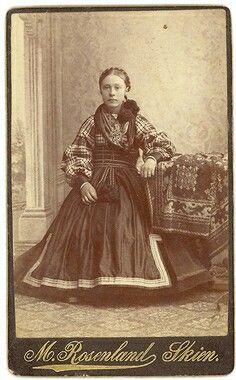 Jente i Beltestakk ca. 1900