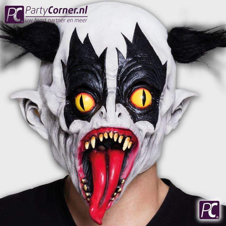 Zoek je een horror clown masker dat niemand heeft, als aanvulling op jouw Halloween clowns kostuum? Bestel op PartyCorner.nl dit latex masker evil clown.