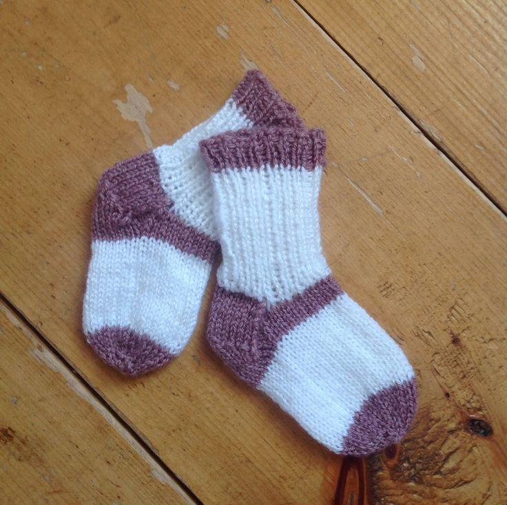 Voici ce que je viens d'ajouter dans ma boutique #etsy: Chaussettes pour bébé #chaussettes