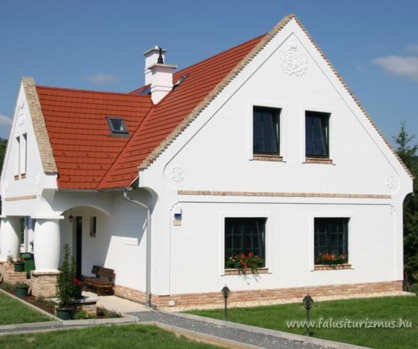 Lenyűgöző természeti környezet, családi vállalkozásként üzemeltetett szálláshely reggelivel – ezt nyújtja a 2013 tavaszán, Zalacsányban nyílt Pálos Vendégház és Kemping.