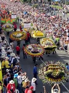El tradicional desfile de 'silleteros', evento central que clausura la Feria de las Flores, recorrió las calles de Medellín (noroeste de Colombia).