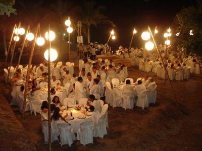 Decoración para tu boda en la playa en la noche http//www