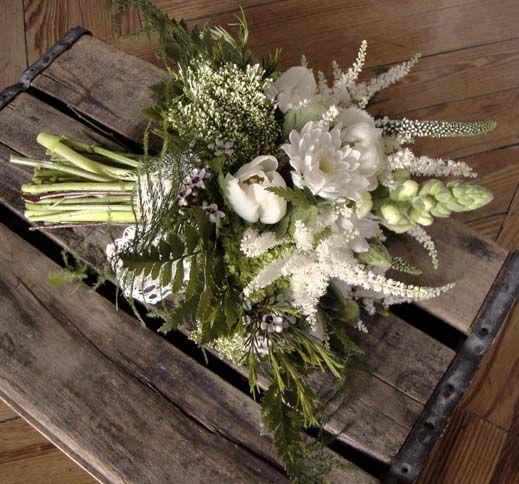 Boda campestre // Rustic wedding: Silvestre Bouquet de ELISABETH BLUMEN  para una boda campestre