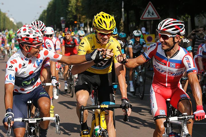 Anyone who's seen Independence Day knows that a cigar is a victory dance. In this case, however, it's incredibly doubtful that Chris Froome will actually smoke it. Joaquim Rodríguez? Well, his nickname is Purito– you guessed it, 'cigar' in Spanish