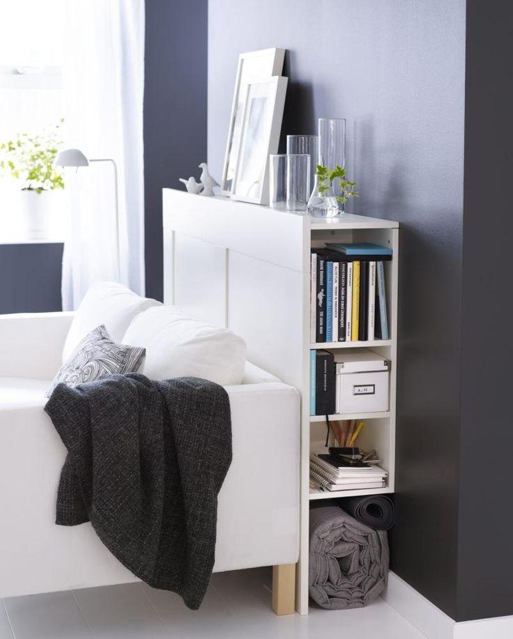 ARTIG GREP: Sengegavl med rom for bøker kan være et smart grep. Denne heter Brimnes og er fra IKEA.