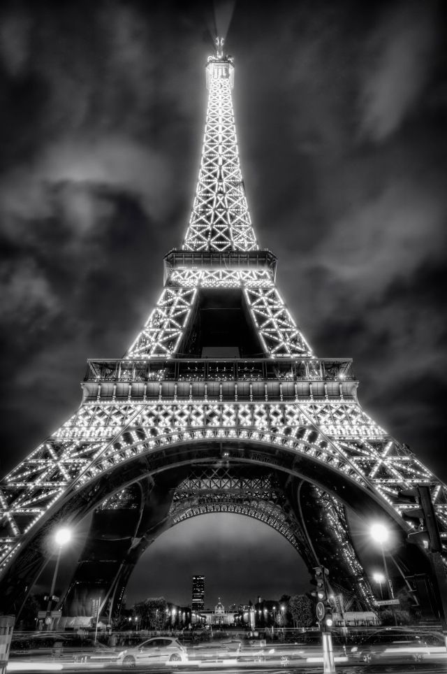 Eiffel Tower \\ Paris, France