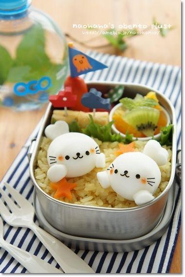 日本人のごはん/お弁当 Japanese meals /Bento. baby seal bento ♥ Bento. http://www.badassbutton.com/ttqttd13 ゴマちゃん弁当