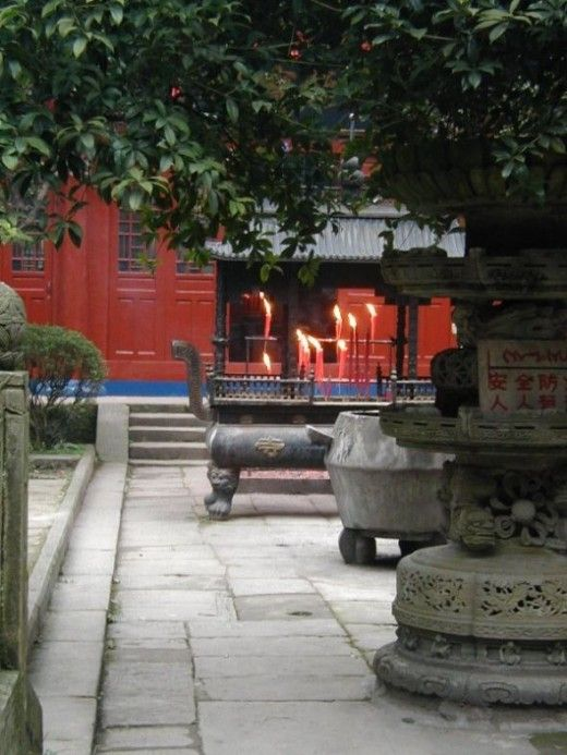 What is a Buddhist Temple like? Visit some Chinese temples and find out at this website.