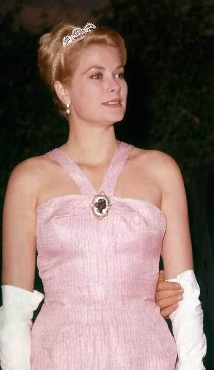 Princess Grace has to be one of the most beautiful women in history.......