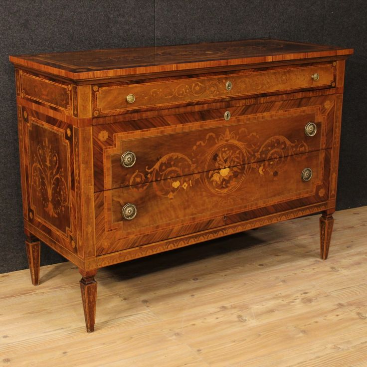 2300€ Italian inlaid dresser in Louis XVI style. Visit our website www.parino.it #antiques #antiquariato #furniture #inlay #antiquities #antiquario #comò #commode #dresser #chest #drawer #golden #gold #decorative #interiordesign #homedecoration #antiqueshop #antiquestore