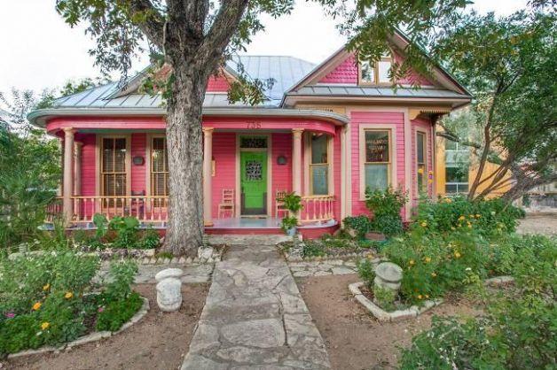 Sandra Cisneros King William home, San Antonio,  TX | ... King William neighborhood in San Antonio, TX. The average list price
