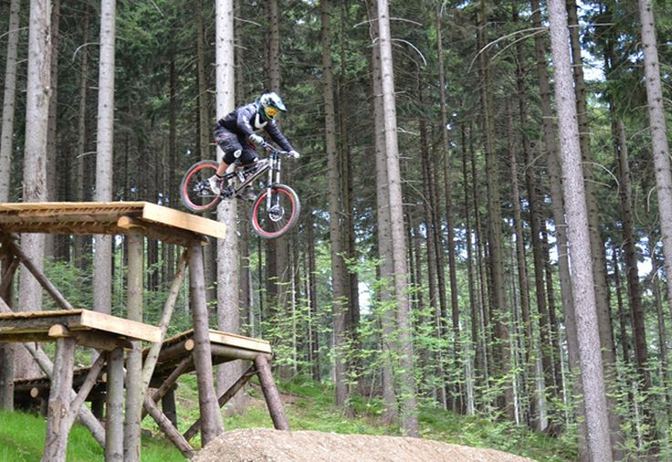 Downhill ride on professional tracks - Hard - Jump on the mountain bike track.
