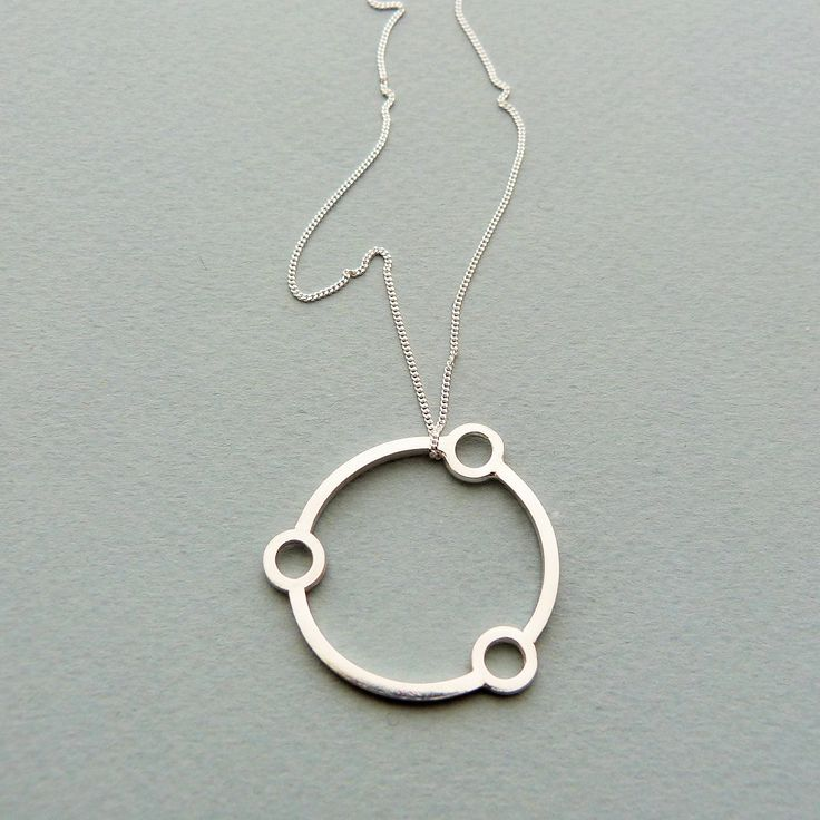 Atomic necklace in silver // Minimal luxe handmade jewellery by Elin Horgan