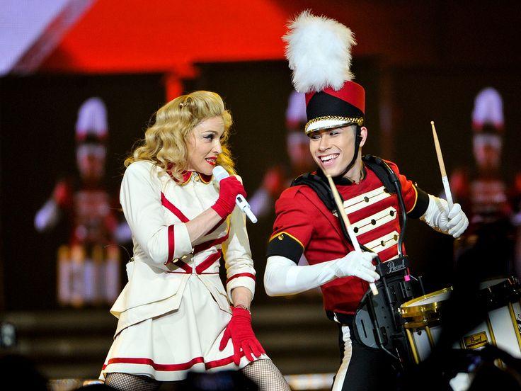 La nostra Bionda ci parla della sua diva preferita, la popstar Madonna e dei suoi look che fanno sempre tendenza su http://www.stilefemminile.it/madonnas-vogue/