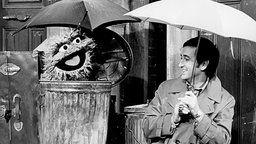 Oscar aus der Mülltonne mit Bob (Bob McGrath), einem Bewohner der US-amerikanischen Sesamstraße
