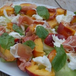 Perzik, meloen en parmaham salade
