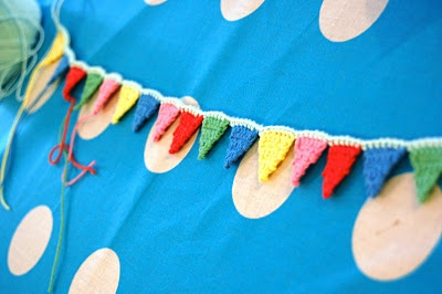 Teeny tiny bunting - yes! Ahhh!! Want to make some for Sabine's room!!