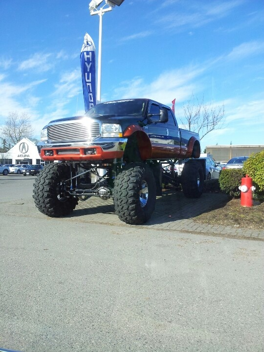 #monstertruck I want this truck.... Yeah small penis complex lol
