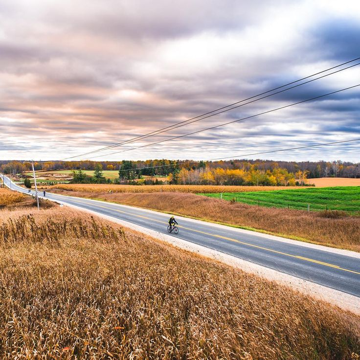 Happy #BikeMonth! We couldn't think of a better way to kick it off than with one of our favourite photos from our collection. Cycling is available 365 days a year in Oxford! 📷credit goes to @dudekphotography ! #rideoxford #rideON