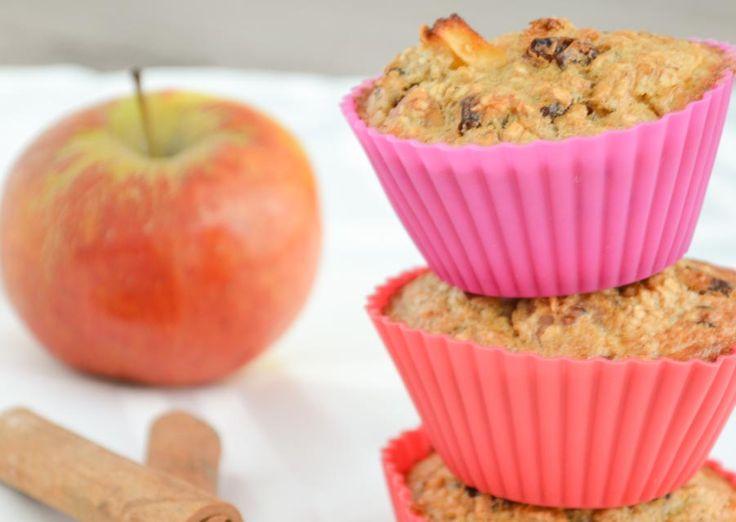 Wij bakten deze havermout muffins op een verloren zaterdagochtend. Ik voegde wat smaakmakers toe zoals appels, kaneel en rozijntjes. Een makkelijk recept!