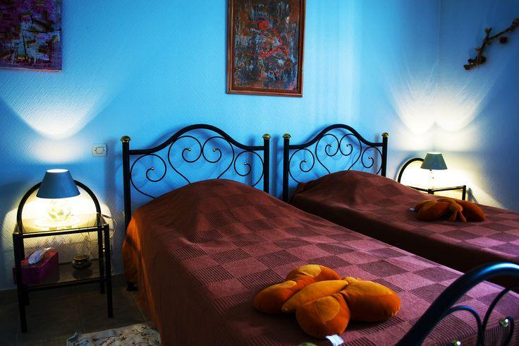 """""""Les Cadoles"""" est une chambre d'hôtes composée de 2 lits jumeaux, d'une salle d'eau indépendante. Elle vous offre un magnifique panorama sur le vignoble."""