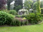 De Goldhoorn Gardens Biedt een verrassende Engelse tuin van maar liefst 4000m2. De tuin wordt gekenmerkt met golvende lijnen en idyllische plekjes. Naast de tuin is er ook een Engels landleven winkel. Er wordt van alles georganiseerd zoals workshops, High Tea, presentaties, vergaderingen, speciale tuindagen.