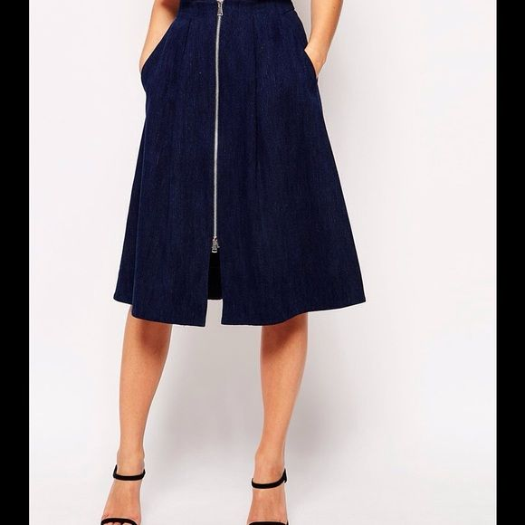 """WHISTLES Dark Denim Zip Through Midi Skirt Sz 6 From British retailer Whistles comes this brand new skirt. Features include:  Made from 100% denim. Contrasting metal front zip. A-line skirt. With a fitted waist. Flattering pleats. Deep front pockets on the hip. Zip fastening finishes before the skirt hem above the knee yet can be adjusted. Retails for $250. Brand new with tags. Length 28"""". Whistles Skirts Midi"""