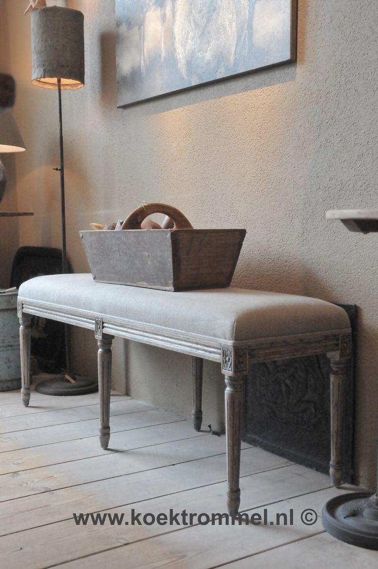 Footstool in Franse stijl met een bekleding van groffe linnen