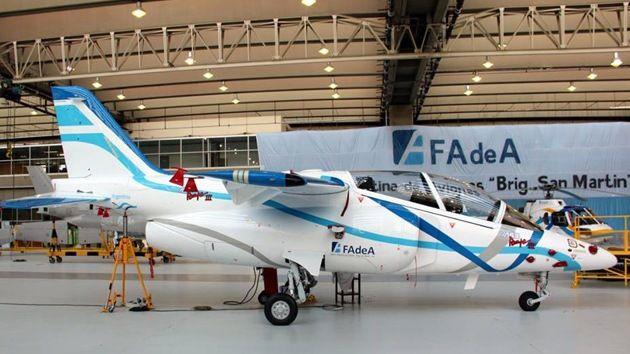 La empresa aeronáutica de Argentina, Fábrica Argentina de Aviones (FAdeA), presentó un nuevo prototipo del avión Pampa III de tipo IA-63, diseñado para entrenar a pilotos de la Fuerza Aérea del país sudamericano.
