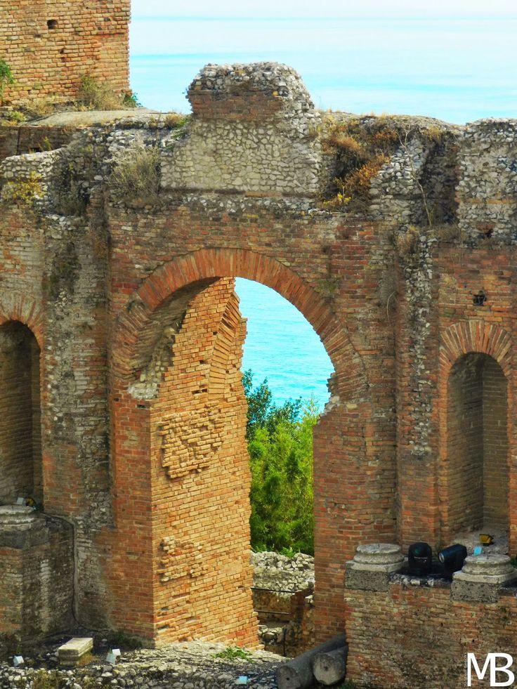 Dettaglio del teatro greco di Taormina - Detail of the greek theater in Taormina