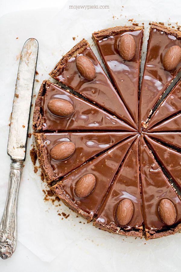 Sernik z mleczną czekoladą i jajeczkami czekoladowymi