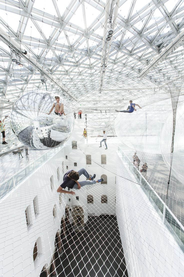 'In Orbit' Installation / Tomás Saraceno