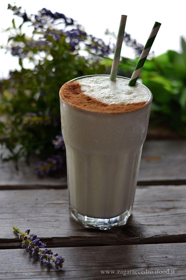 Frappé con latte di mandorla e gelato al pistacchio http://www.zagaraecedro.ifood.it/2016/06/frappe-con-latte-di-mandorla-e-gelato-al-pistacchio-pennisi.html