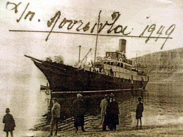 1949. Το επιβατηγό «Λουτσίντα» στο Μεγανήσι.