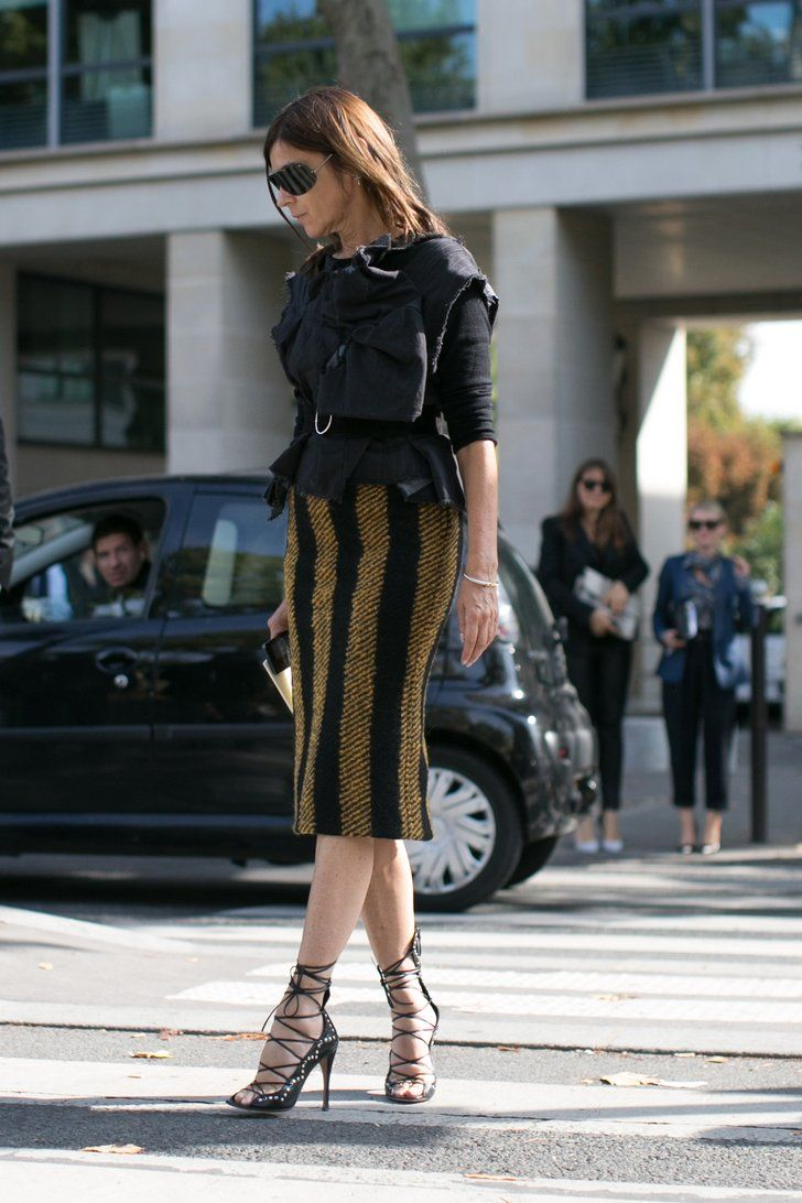 Carine Roitfeld worked her signature slim skirt, sexy shoes, and | Très Chic! The Best Street Snaps at Paris Fashion Week | POPSUGAR Fashion Photo 20