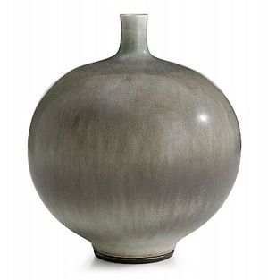 Berndt Friberg, vas, Gustavsberg 1974 | Berndt Friberg was inspired by traditional Chinese and Japanese glazes when experimenting his way to his significant rabbit's fur glaze.