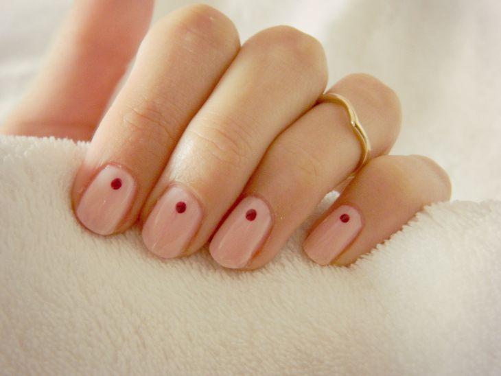 Minimal Nail Art – Single Dots