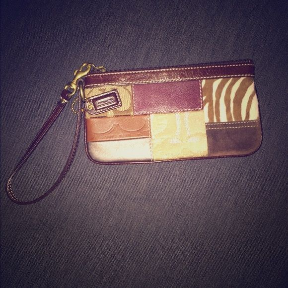 FLASH SALE THIS WEEKEND ONLY, Coach wristlet Beautiful patchwork coach wristlet Coach Bags Clutches & Wristlets